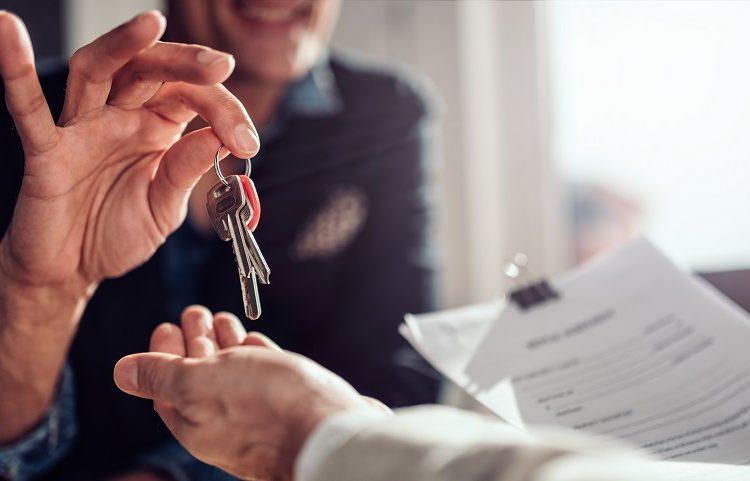 landlord handing keys